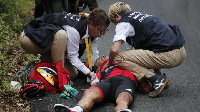 Tour de France: Porte and Thomas retire in dramatic stage